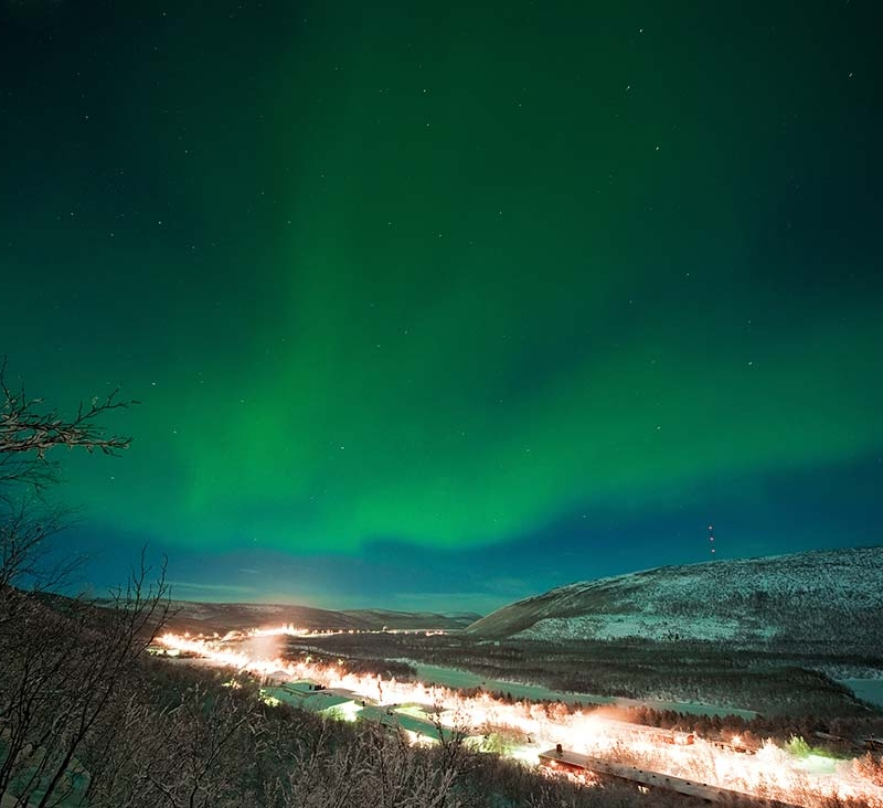 Northern lights by the fell