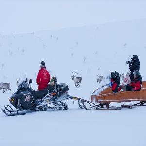 Holiday Village Valle Lomakylä Valle Utsjoki talviaktiviteetit maisema-ajelu moottorikelkalla